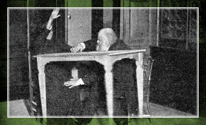 Аксаков (1832-1903), контролирующий движения из...