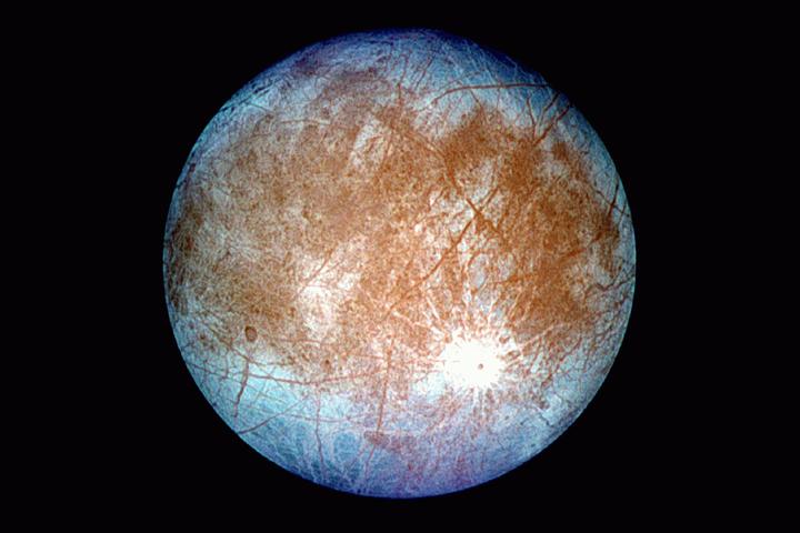Европа, спутник Юпитера. Есть надежда, что под ...