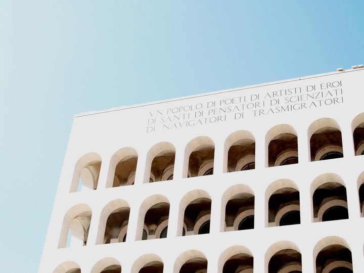 Экзальтированная фурия: *почему стоит пойти на лекцию об итальянских архитектурных выставках*