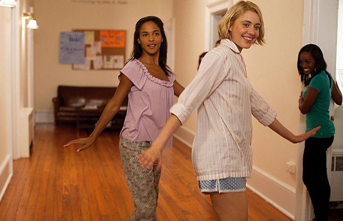 кадр изфильма «Девушки вбеде»
