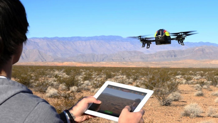 Игровая модель AR Drone 2.0, управляемая с&nbsp...