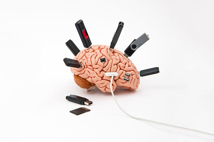 Будущее Google: *микрофоны в потолке и микрочипы в голове*