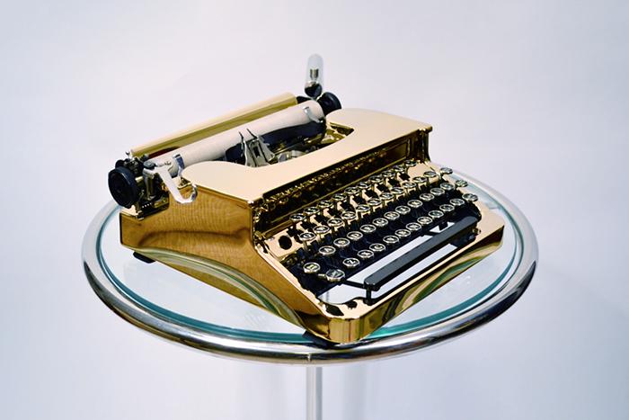 Святые писатели: *почему биографы приукрашивают жизнь творческих личностей*