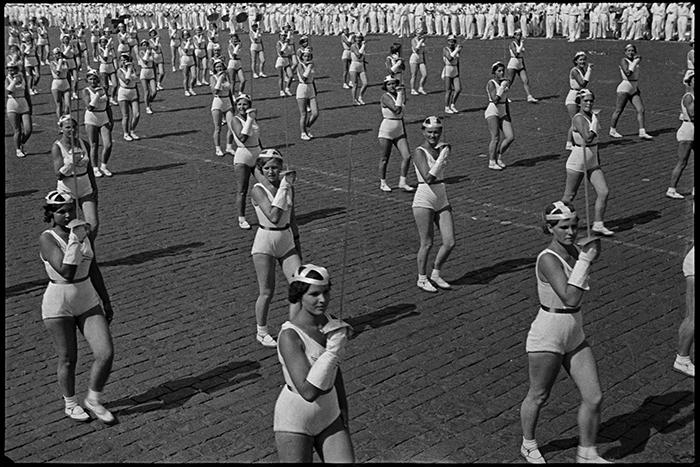 «Фехтовальщицы». Парад наКрасной площади,...