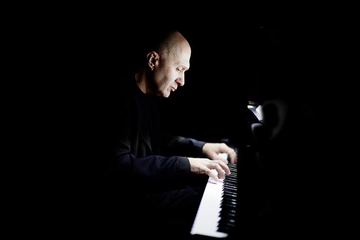 «Музыка не должна следовать форме безумия»: *Антон Батагов о минимализме, критиках и русском культурном коде*
