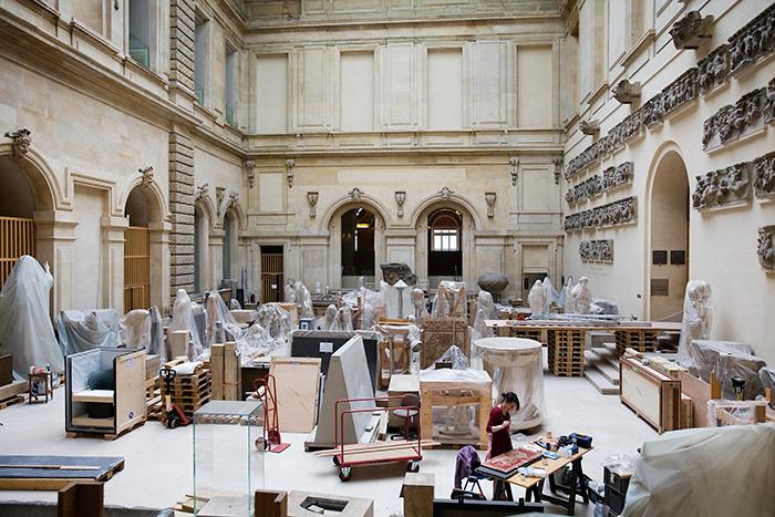 Историки искусства против *перемещения коллекции Лувра в региональное хранилище*