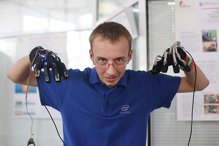 Дети-инженеры: *11-классник, который придумал кибернетический протез*