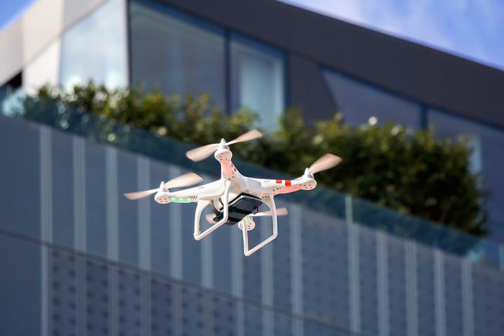 Просто о сложном: *кто контролирует дроны и что контролируют дроны*