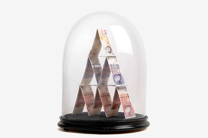 «В России невыгодно быть экономным»: *психотерапевт Павел Бесчастнов о том, как мозг воспринимает деньги*