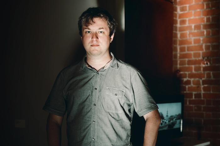 «Российские критики потеряли надежду быть услышанными»: Антон Долин о просвещении и культурной журналистике