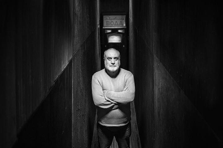 «Искусство превратило меня в человеческое существо»: Владимир Мирзоев о мужчинах-управленцах и тенденции все упрощать
