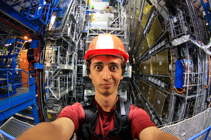 Молодые ученые: физик Андрей Серяков о Большом адронном коллайдере и заветах дедушки Эйнштейна