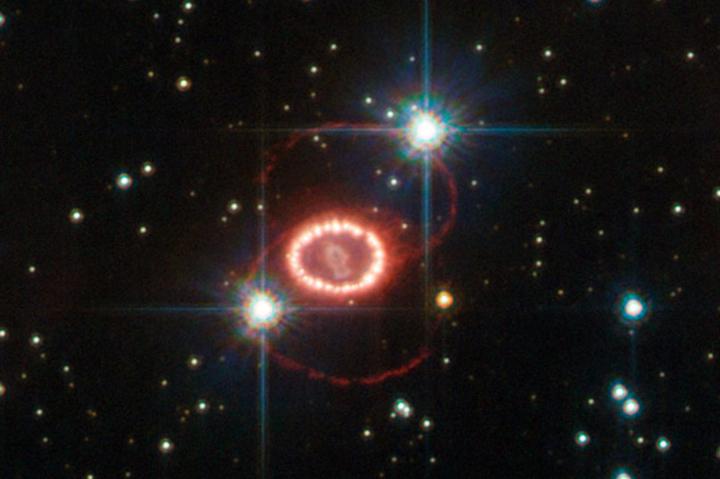 Фотография колец сверхновой 1987Астала о...