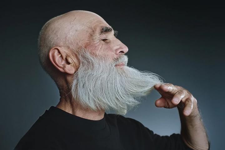 «Был молодой и красивый, а теперь просто красивый»: что влияет на самооценку пожилых людей