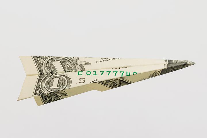 Утопия для реалистов: что будет, если просто взять и раздать людям деньги?