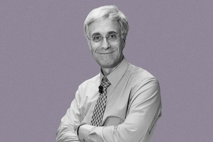 «Чтобы интересно рассказывать о науке, нужно любить людей»: интервью с физиком Луисом Блумфилдом
