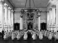 Урок танцев. Выпускной альбом 1889года. Ф...