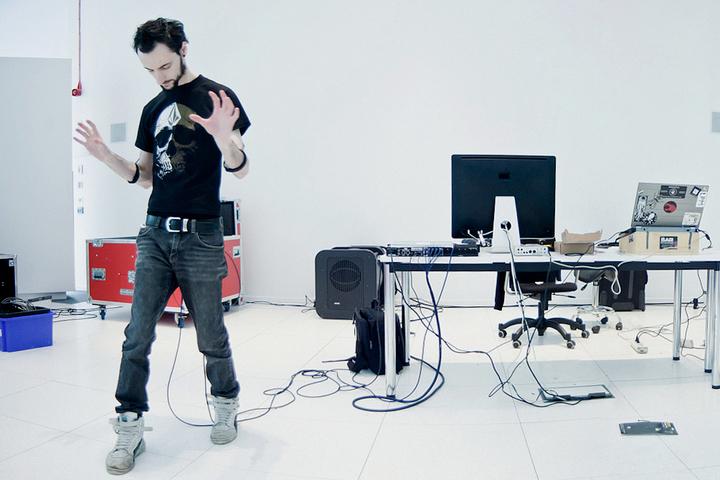 От корпореализма до глитч-арта: 17 художников, которые используют цифровые технологии