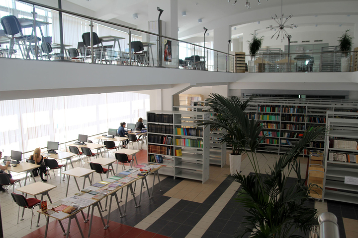 Библиотека экономического факультета © МГУ