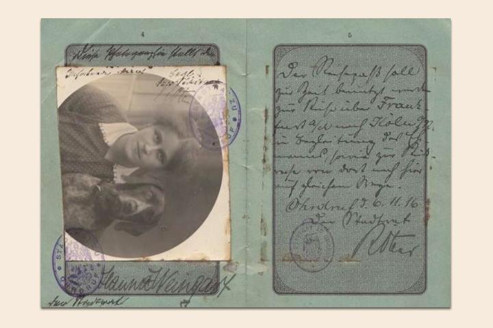 Находка T&P: коллекция старинных паспортов со всего света