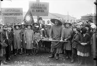 Митинг послучаю 1 Мая, 1927год