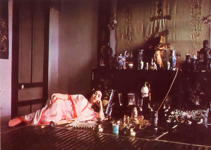 Женщина курит опиум, 1915год. Фото: Леон ...
