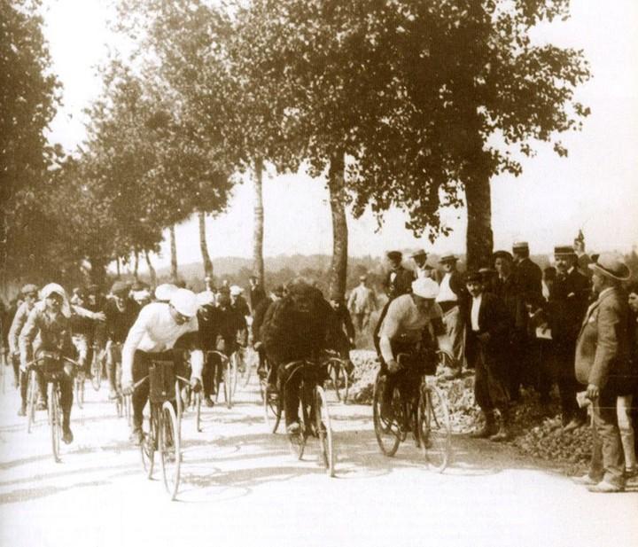 Первый километр вистории велогонки «Тур д...