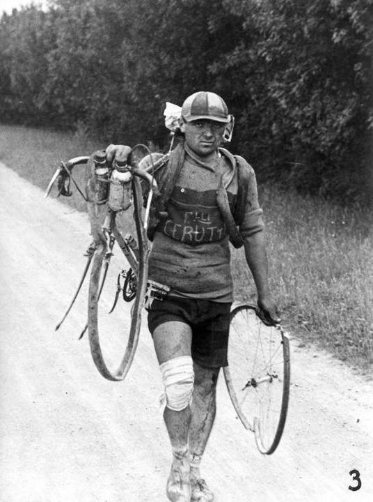 Итальянец Густо Черутти после падения. По...