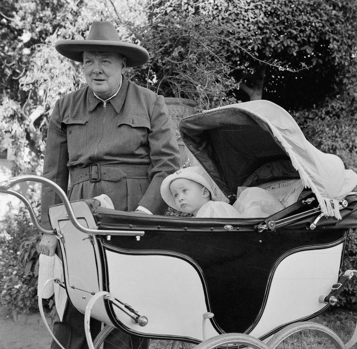 Премьер-министр Великобритании Уинстон Черчилль...