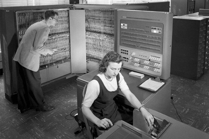Видео на T&P: как в IT-сфере возникло гендерное неравенство?