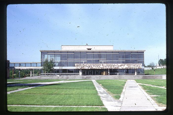 Исчезающие стены: архитектура советского модернизма от Театра на Таганке до «Олимпийского»