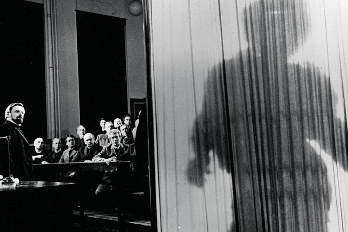 Кадр изфильма «Человек-слон». 1980год