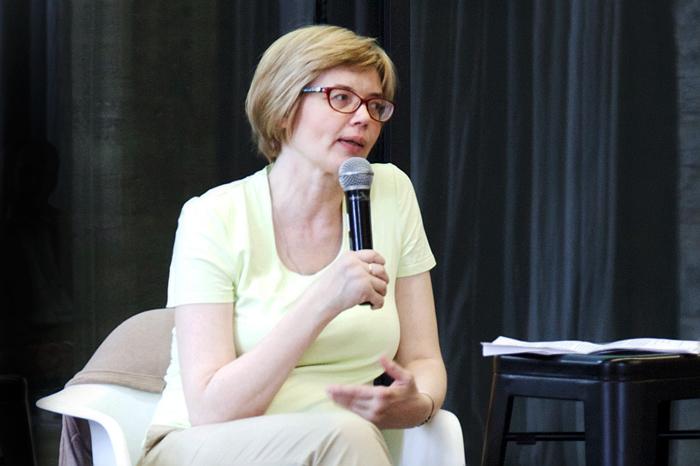 «Учить писать прозу нужно людей с жизненным опытом»: Майя Кучерская о том, зачем писателям профессиональное образование