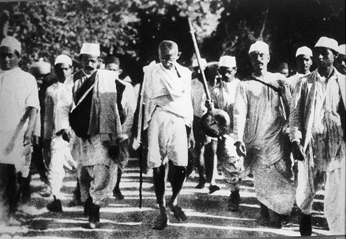 «Соляной поход» Ганди был мирным протестным мар...