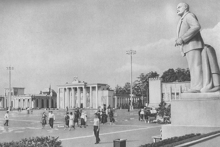 «Москва — это нечто сказочное»: как менялся облик столицы от Ивана Грозного до конца советской эпохи
