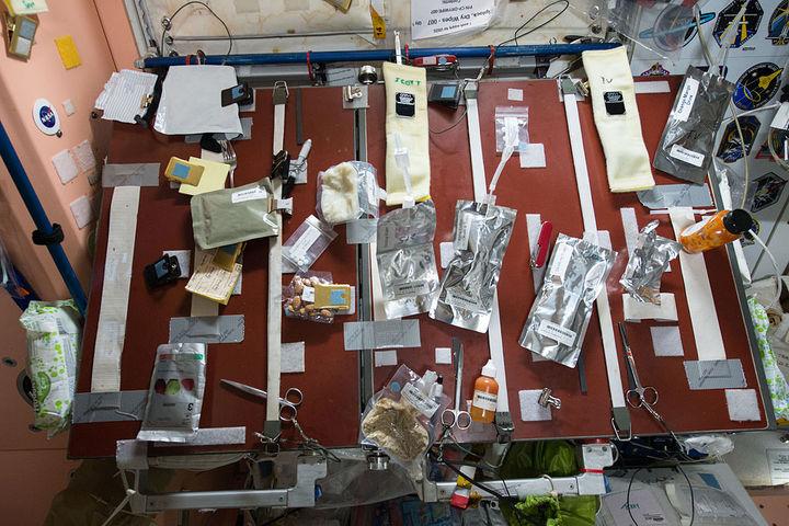 Стол седой наборту модуля «Юнити» М...