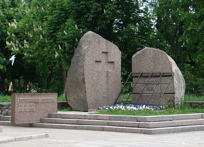 Памятник жертвам репрессий Memento Mori в...