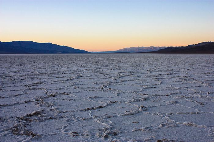 Озеро Мэнли впустыне Мохаве, США