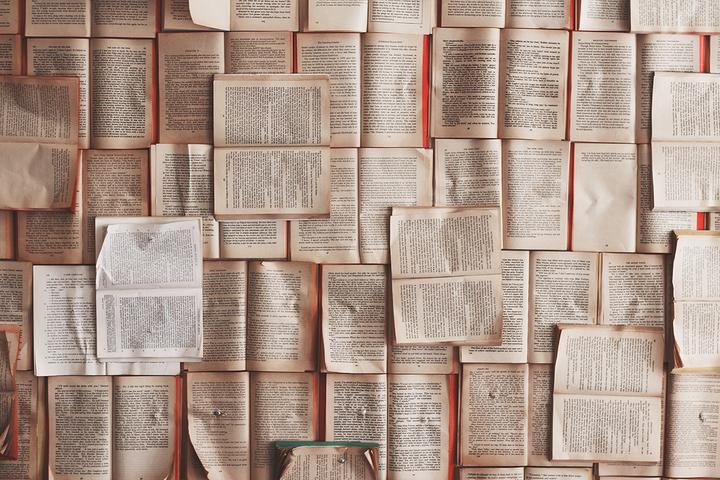 Спускайте деньги на книги и бросайте их на полпути: 9 полезных читательских привычек
