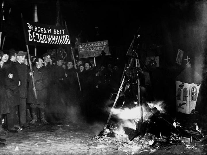 Публичное сжигание икон организацией «Общество ...