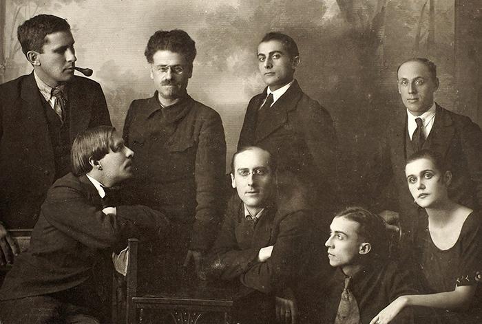 Группа дальневосточных поэтов-футуристов «Творч...