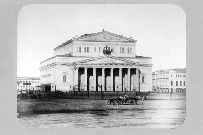 «Большой, как гаишник, всегда прав»: Соломон Волков и Дмитрий Бертман обсуждают, где смотреть оперу в Москве