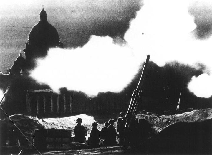 Оборона Ленинграда. Противовоздушные орудия неп...