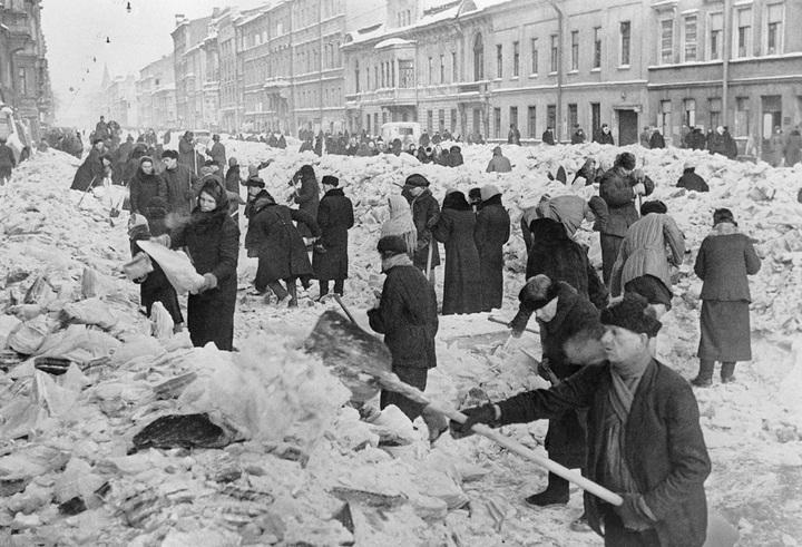 Расчистка улиц. 8марта 1942года. Ис...