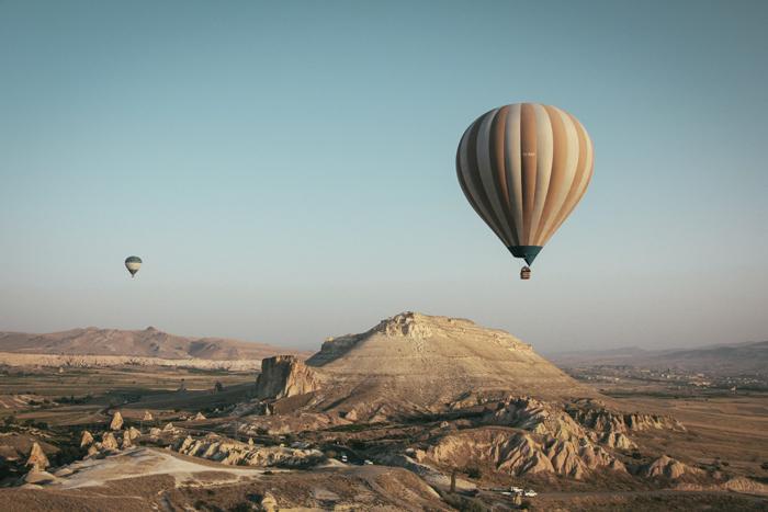Почему пассажирский воздушный шар летает