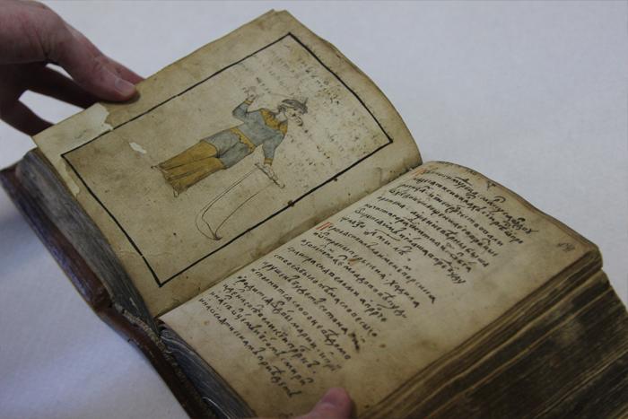 Рукописная Библия начала XVII века изсобр...