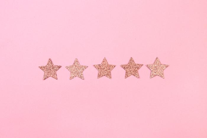 Без лишнего стеснения: как правильно принимать комплименты