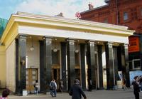 Станция метро «Площадь революции», выход к Историческому музею