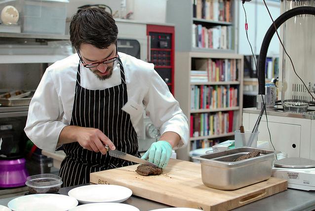 Intellectual ventures издали книгу *о естественнонаучной кулинарии*
