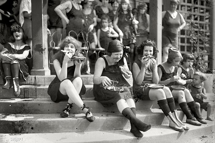 Быстрое чтение: почему люди на старых фотографиях никогда не улыбаются